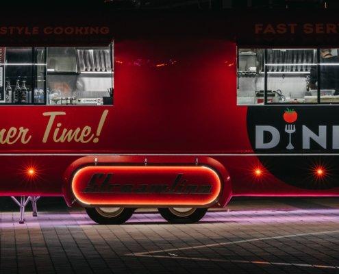 zeigt einen amerikanischen Streetfood Wagen